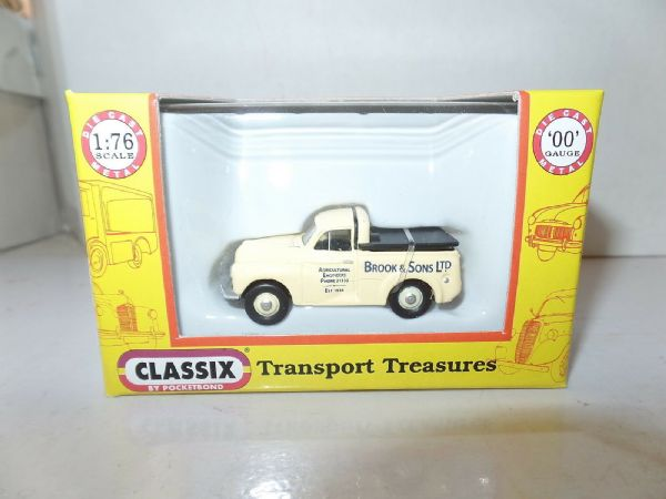 Classix EM76652 1/76 OO Scale Morris Minor 1000 Pick Up Cream Cover Brook Sons